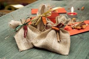 Ръчно правена торбичка с късмети от естествени материали