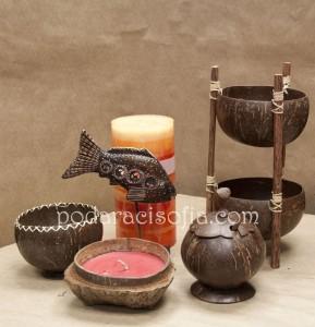 Кокосова захарница, купички за ядки и свещ в кокосов орех са интересни аксесоари за дома