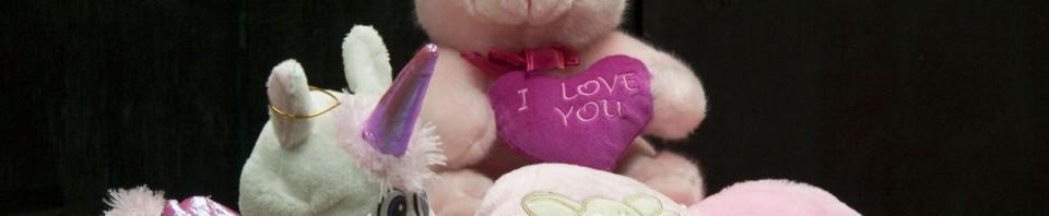 Еднорог, мече и голямо розово сърце от магазин за подаръци Gifts