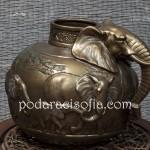 Керамична ваза във формата на слон от магазин за подаръци Gifts