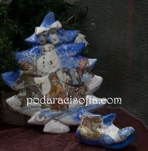 Коледна елха изработена от ръчно рисувана керамика