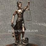 Пластика на Темида, изработена от метал за подарък на адвокат или съдия.