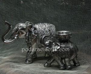 Голям слон от метал и малък метален слон-свещник