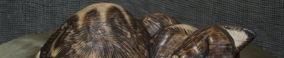 Дървена статуетка на котка, която спи от Gifts