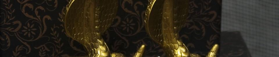 Фигурка на малка змия от керамика от магазин Gifts