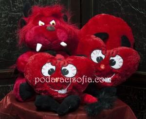 Сърца с опашки като дяволчета за подарък за Денят на вклюбенитеа