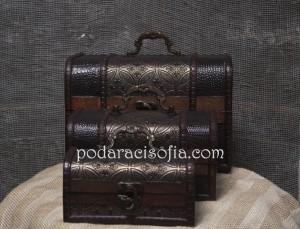 Дървено съндъче с ретро вид за бижута или други малки предмети