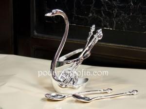 6 сребни лъжички в поставка с формата на лебед от посребрен метал