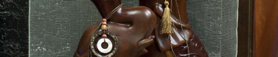 Две разлини по височина вази във формата на слонове от керамика