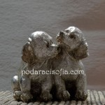 Пластика с две кучета, изработена от метал