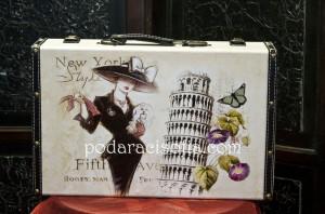 Дървено куфарче за бижута с мотиви от Италия