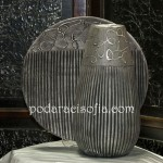 Стилни фруктиера и ваза от керамика в графитно сиво с релеф.