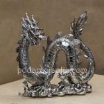 Дракон от метал е елегантен нестандартен подарък