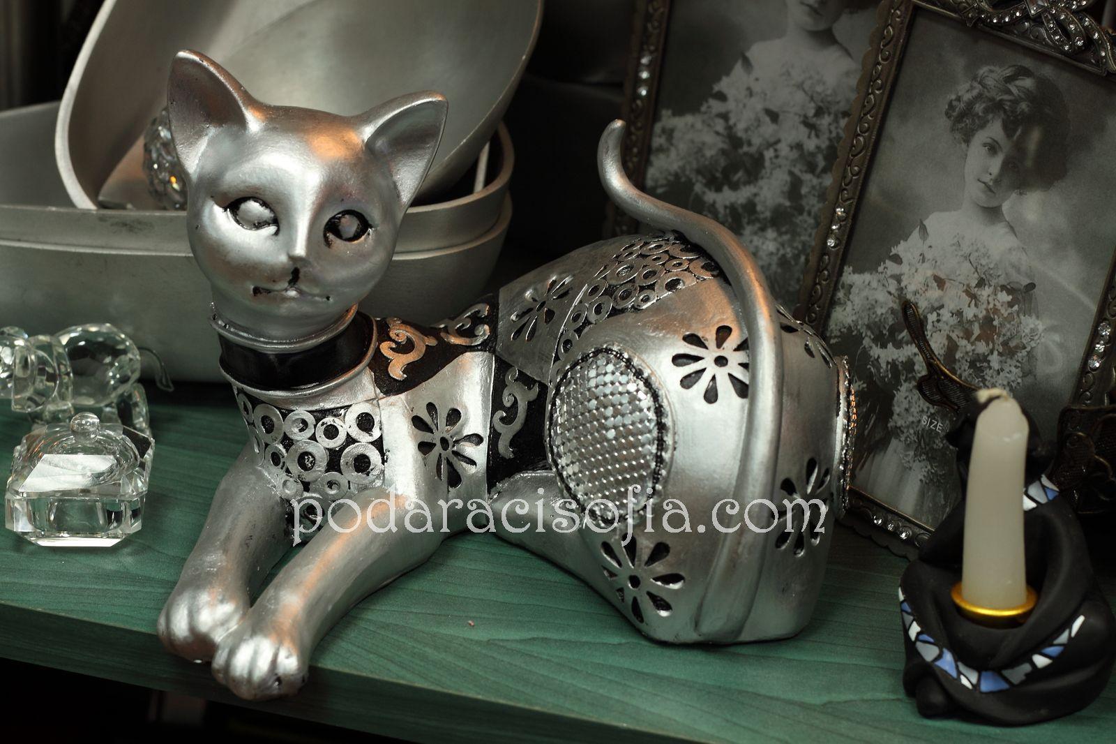 Метална фигура на котка
