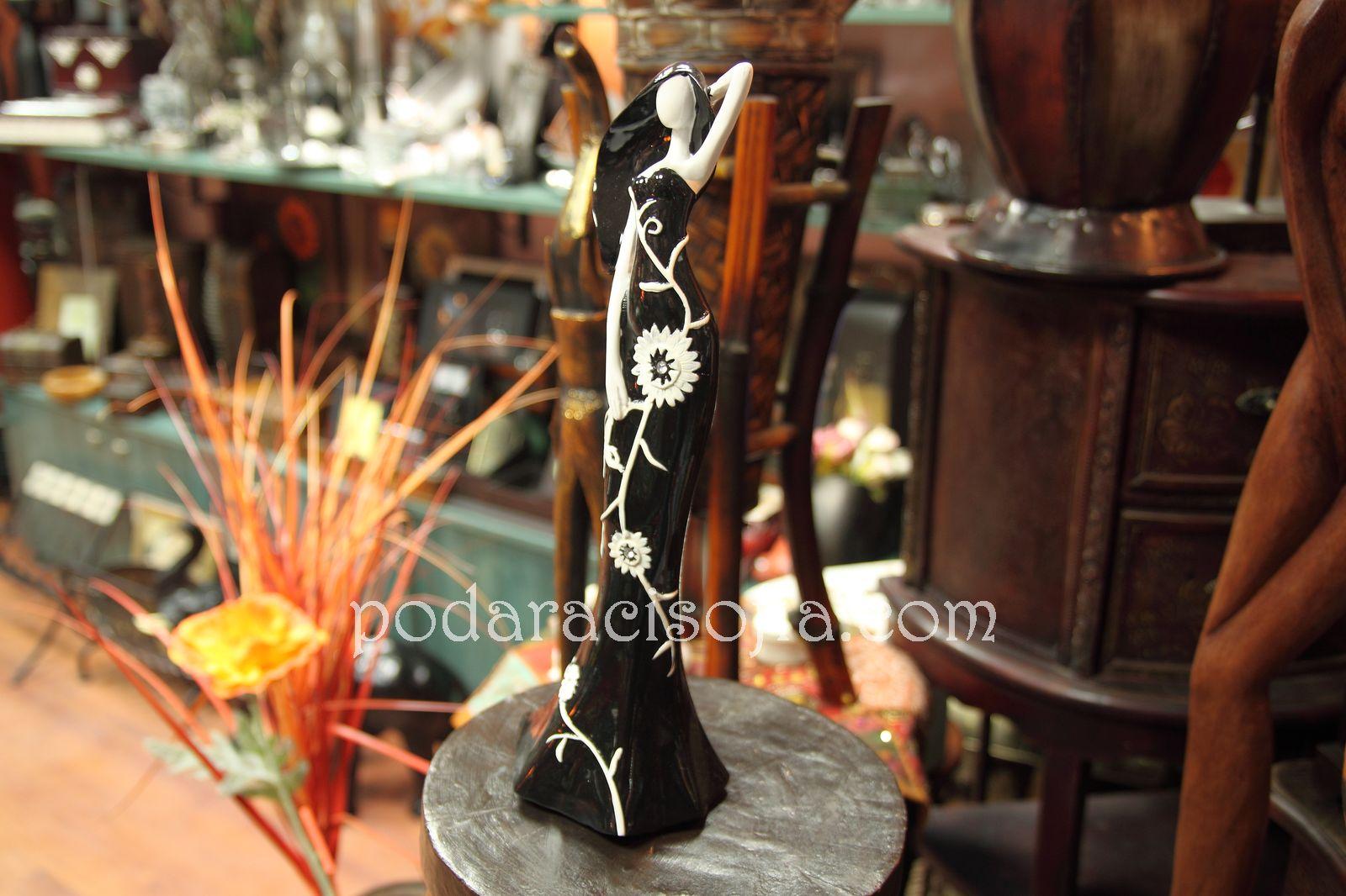 Пластика на женска фигура - идея за подарък за жена от магазин за подаръци Gifts