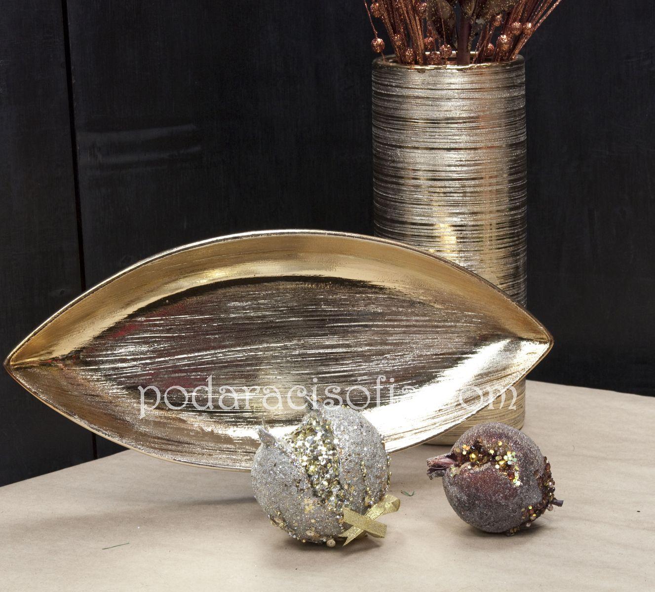 Ваза и фруктиера в златно с изчистени форми