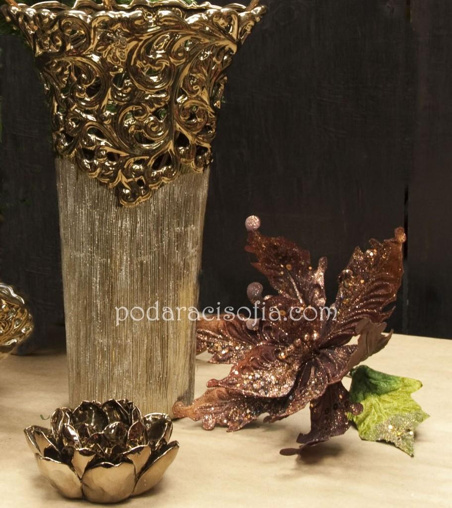 Елегантна златна ваза и свещник-цвете - оригинални аксесеоари за дома от магазин за подаръци Gifts