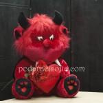 Червен дявол от мек плюш за деня на влюбените