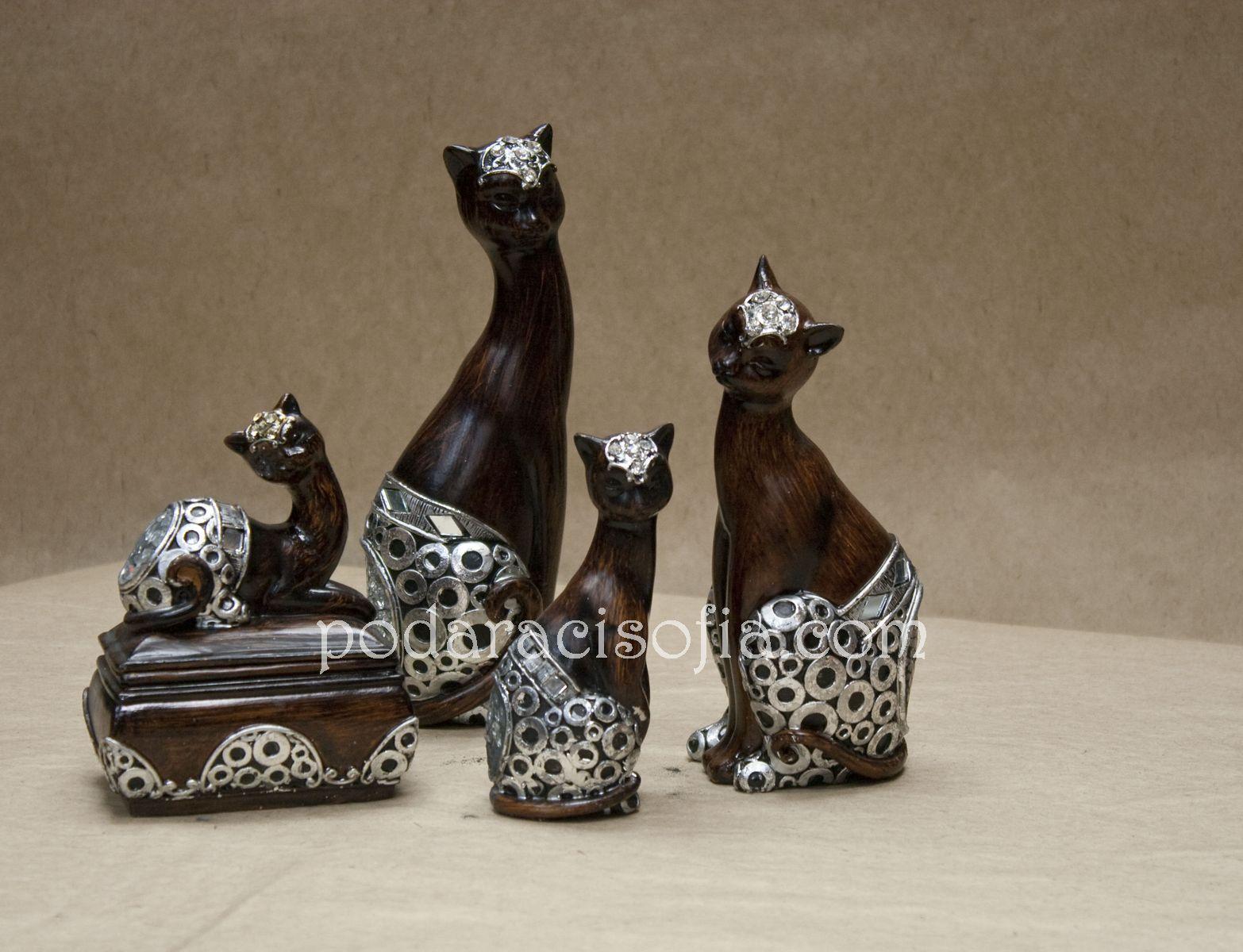 Котки с различни размери и котка-кутийка за бижута