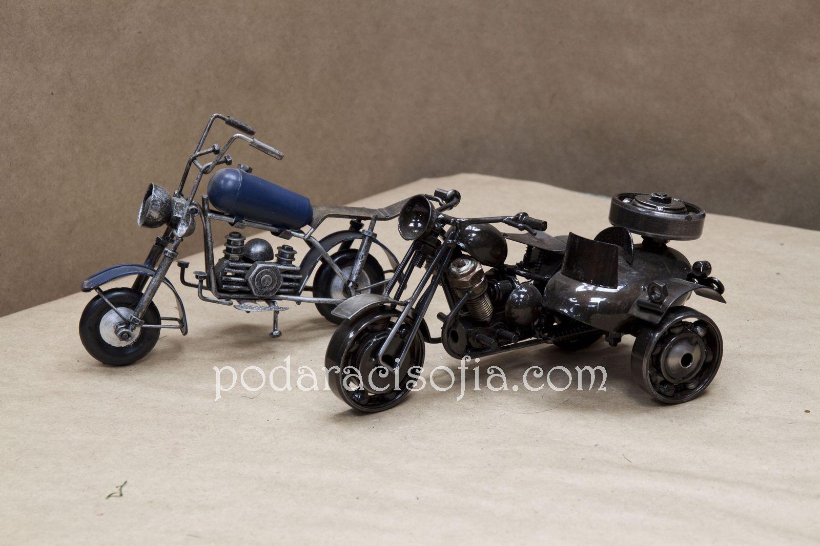 Два мотора от метал - интересена идея за подарък за мъж от магазин за подаръци Gifts