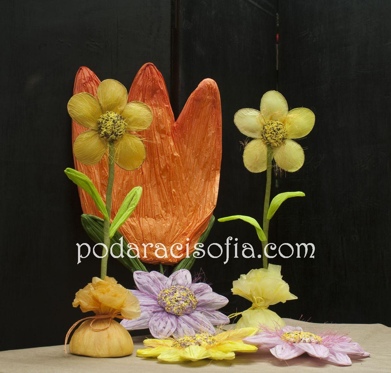 Хартиени цветя в жълто, оранжево, зелено и лилаво от магазин за подаръци Gifts