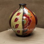 Оригинален подарък за имен ден на жена - артистична ваза от ръчно рисувана керамика.