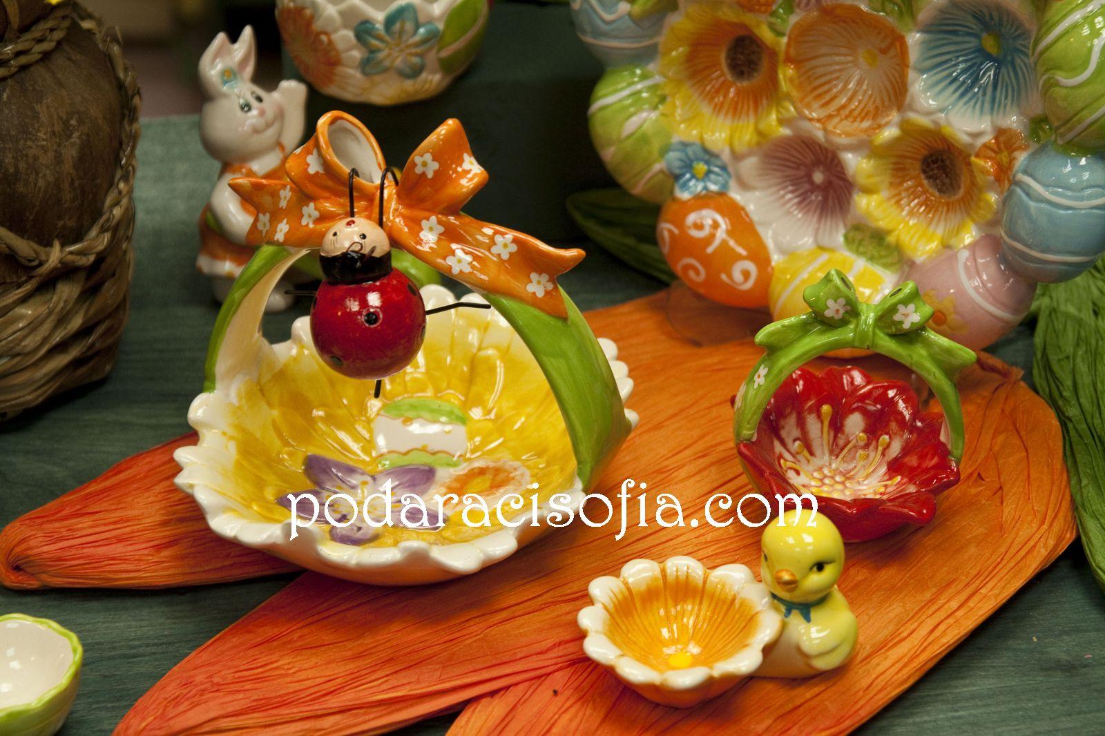 Цветни порцеланови поставки за едно или няколко яйца от магазин за подаръци Gifts