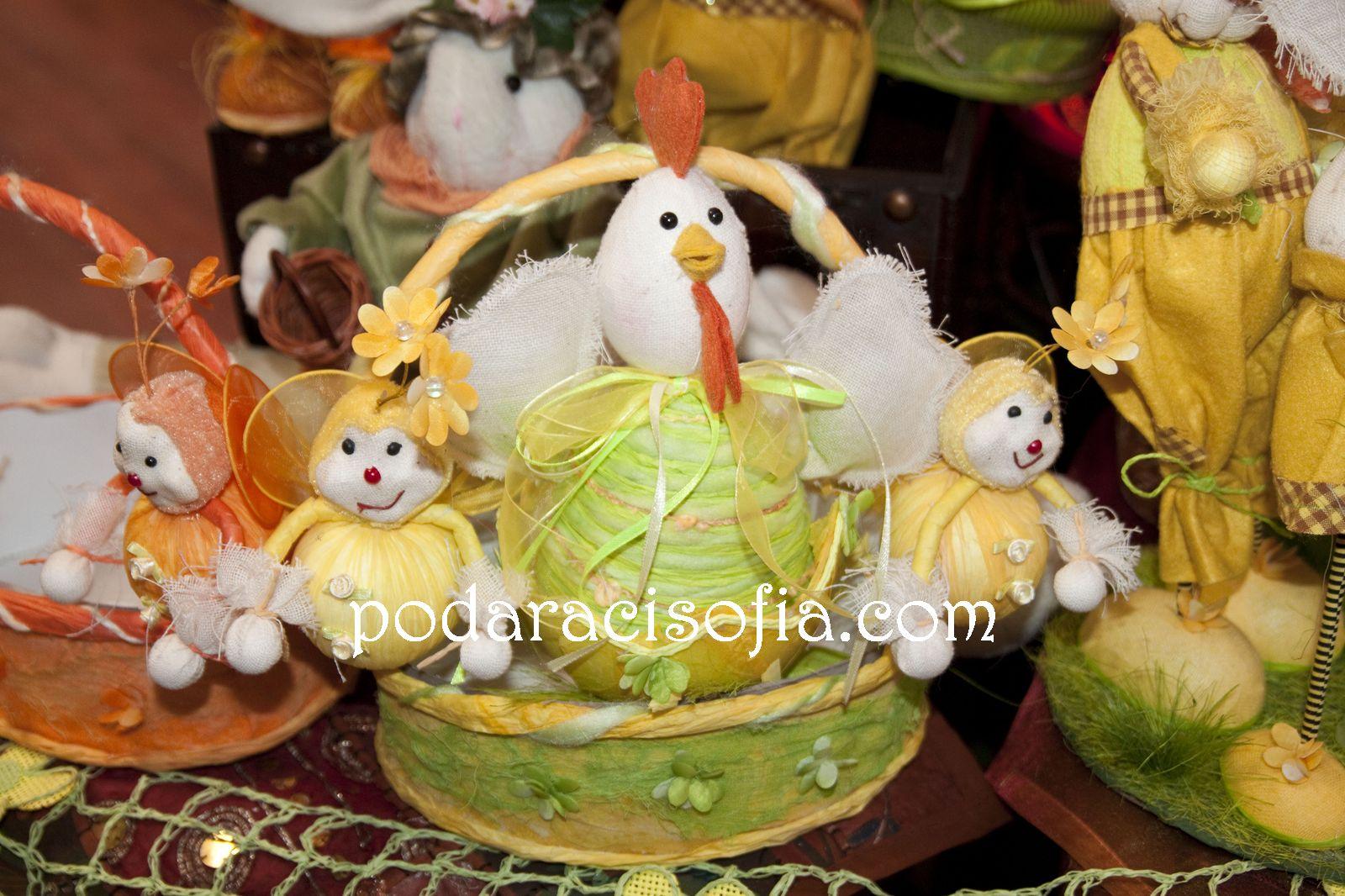 Кокошка и кошничка от плат за великденските яйца от магазин за подаръци Gifts