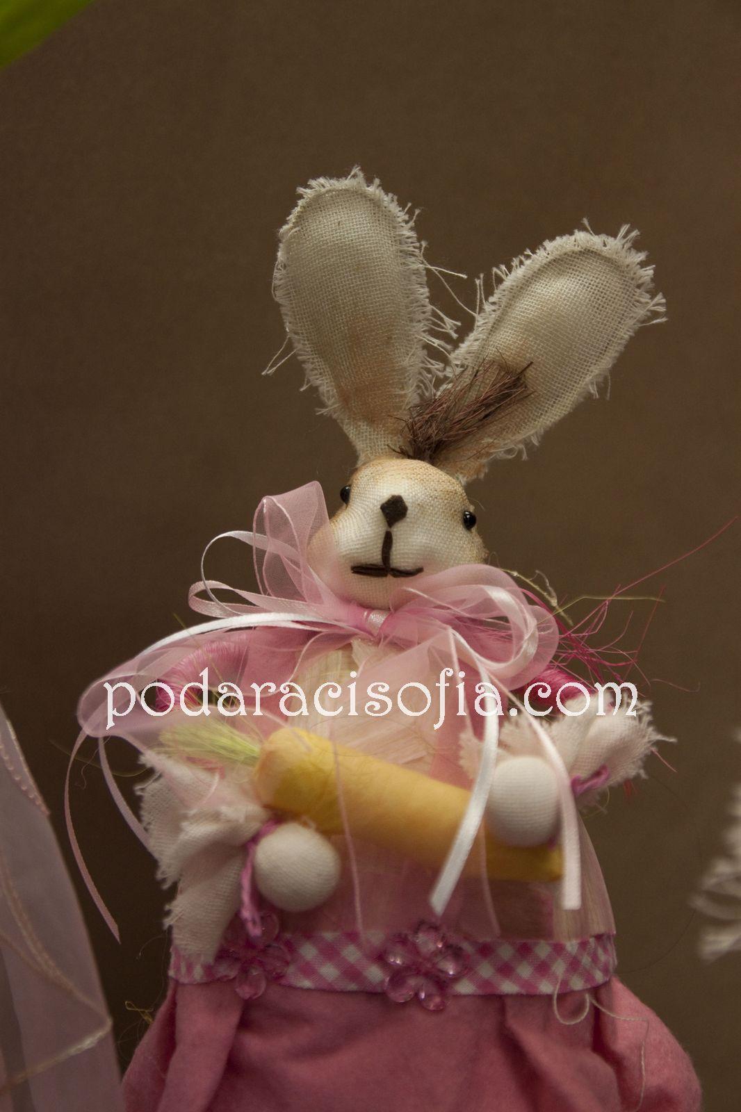 Великденско зайче за украса от естествени материали в розово от магазин за подаръци Gifts