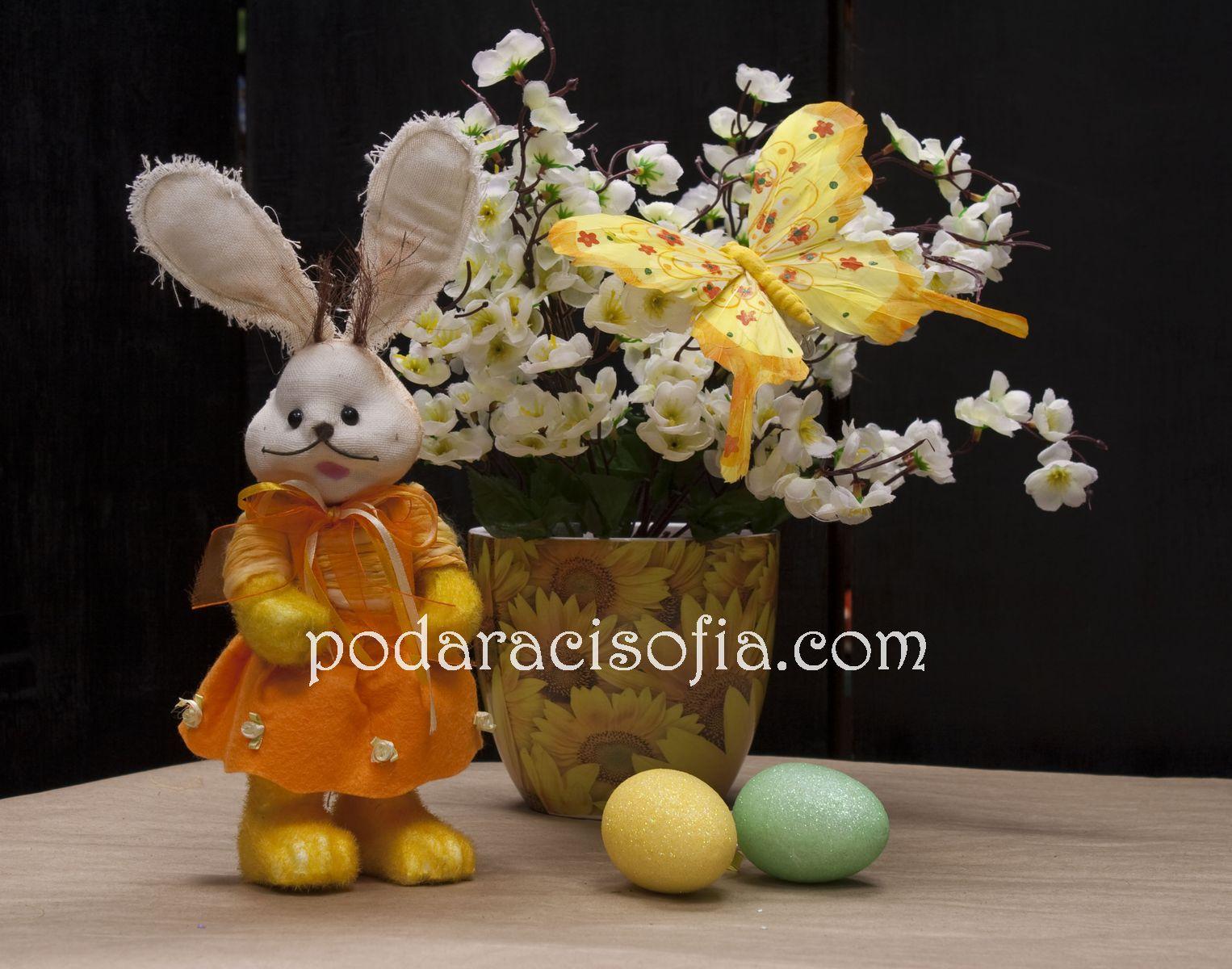 Заек с оранжева рокля за Великден от магазин за подаръци Gifts