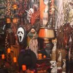 Маски, тематични свещници, призрачна украса и свещи за Хелоуин