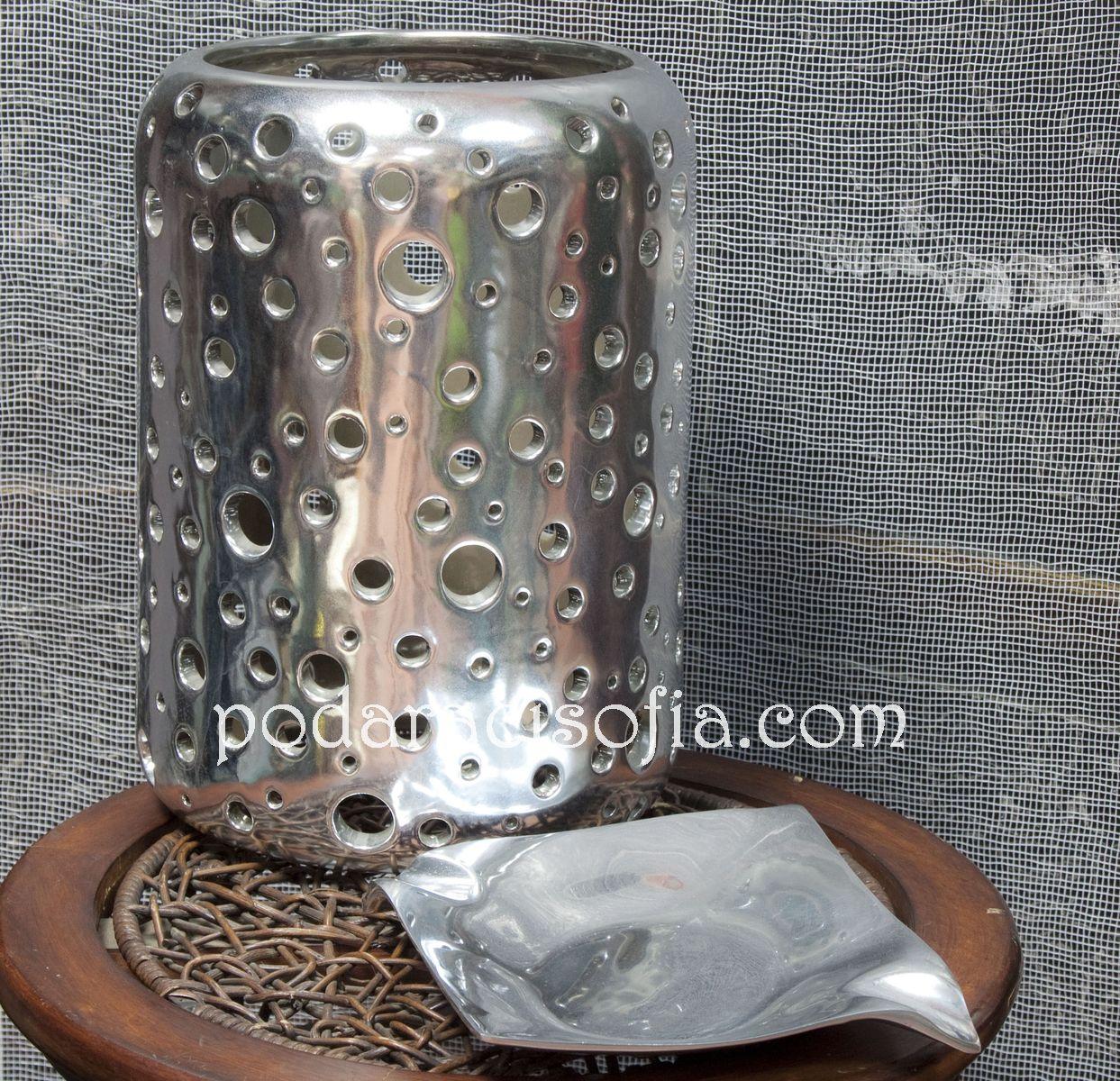 Аксесоари за дома от инокс - ваза и пепелник от колекцията на магазин Gifts