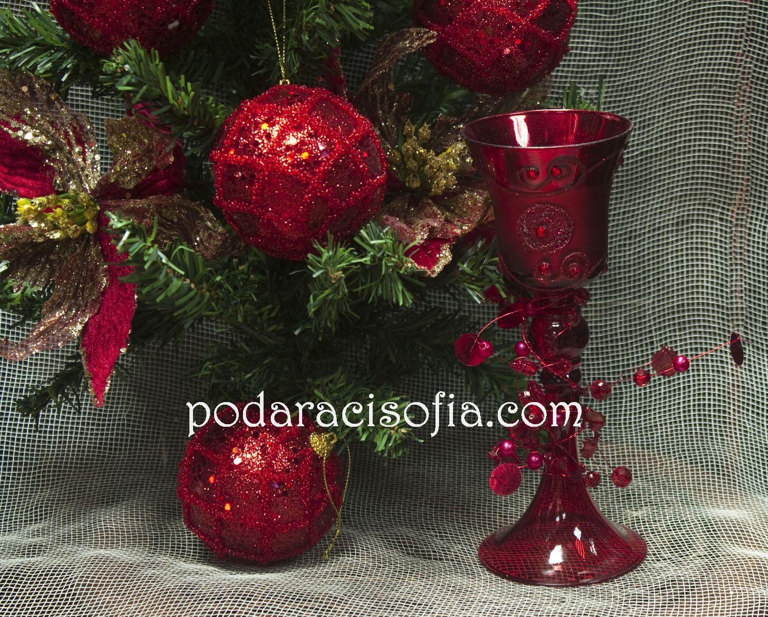 Червен свещник от стъкло от магазин за подаръци Gifts