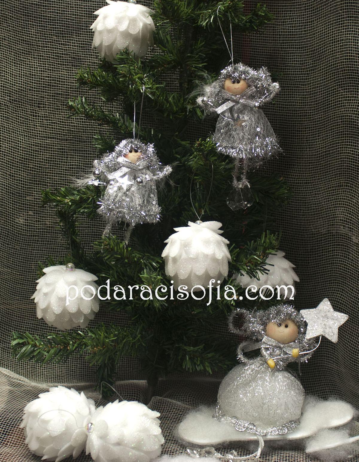 Коледна елха и сребърно ангели