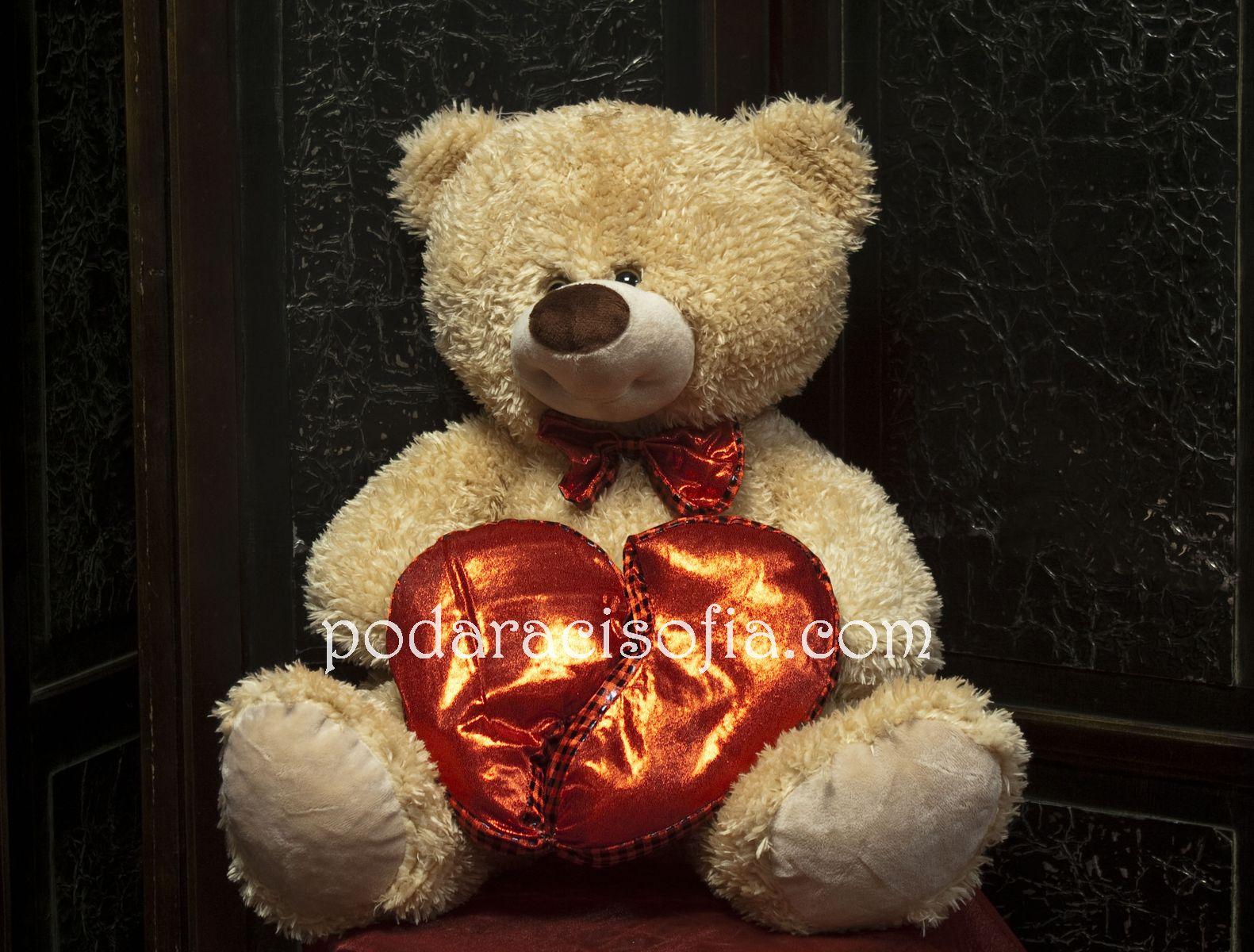 Голямо мече с червено сърце от магазин Gifts