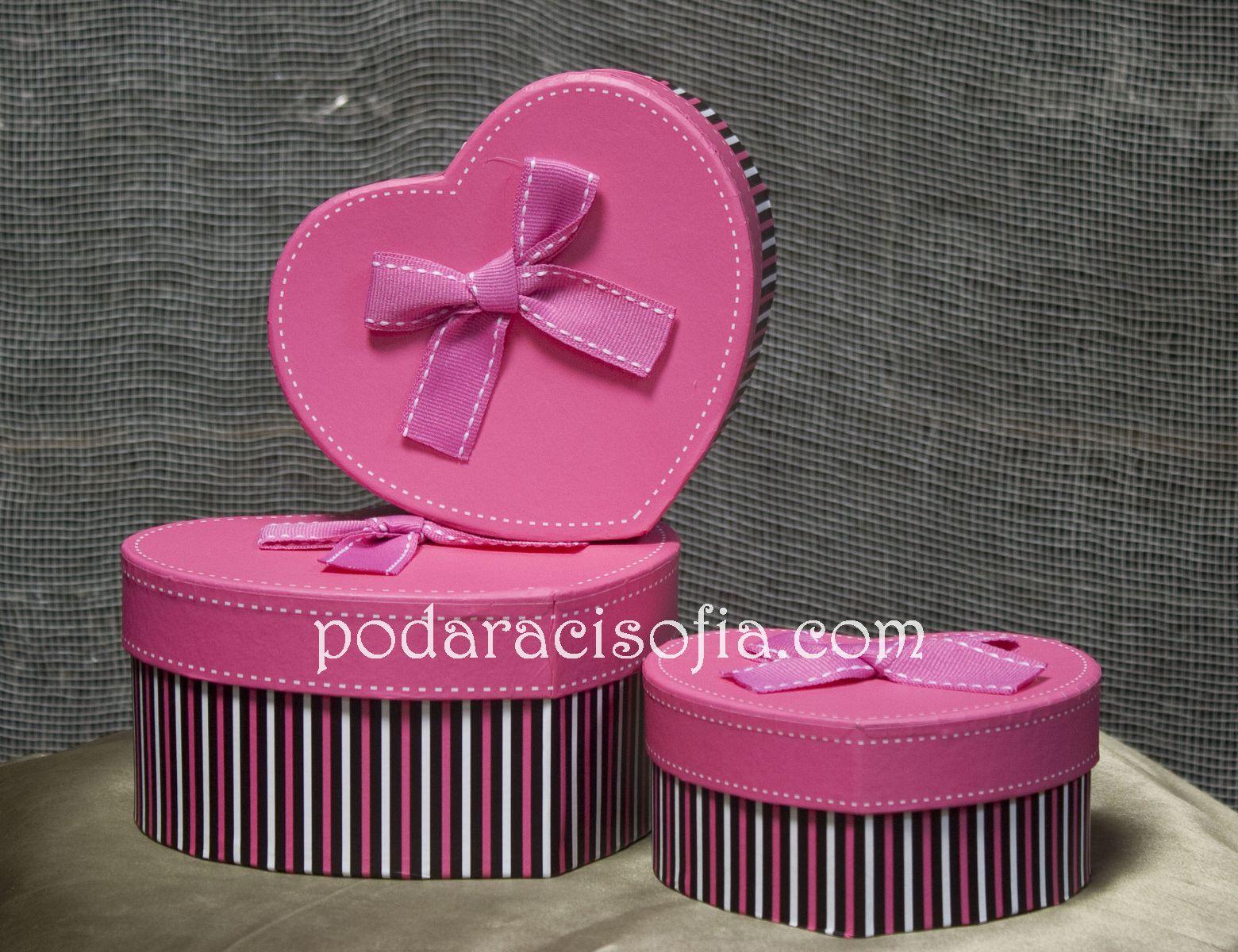 Розови кутии във формата на сърце от магазин Gifts