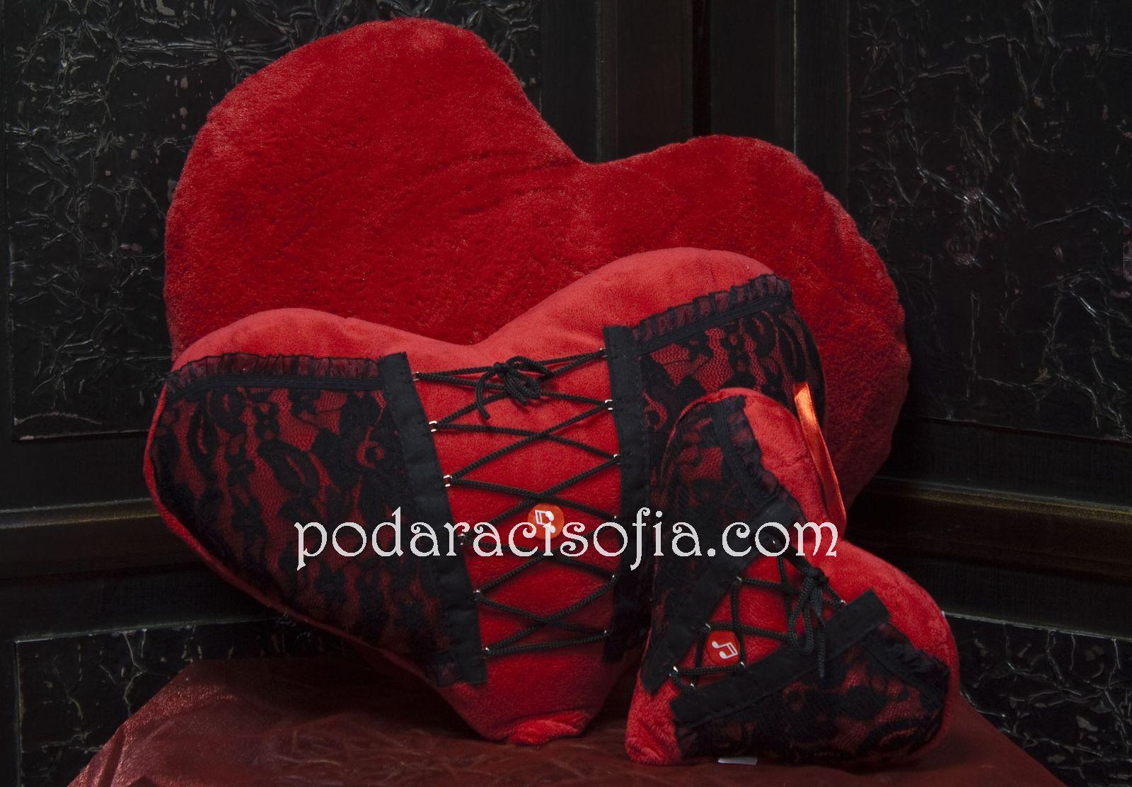 Сърца с корсет от черна дантела за подарък за Св. Валентин от магазин Gifts