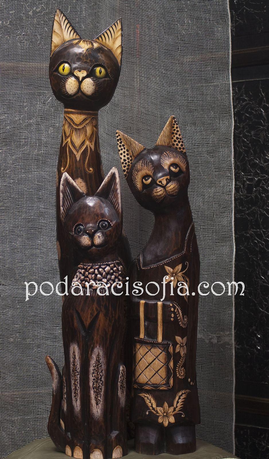 Пластики на дървени котки с различна украса, подаходящи за сватба от магазин  Gifts