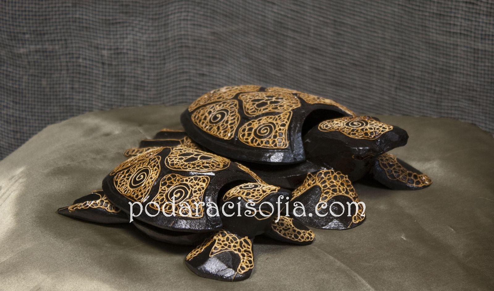 Дървена костенурка за подарък за мъж или за жена. Може да е кутиика или пепелник. Екзотична декорация от Gifts