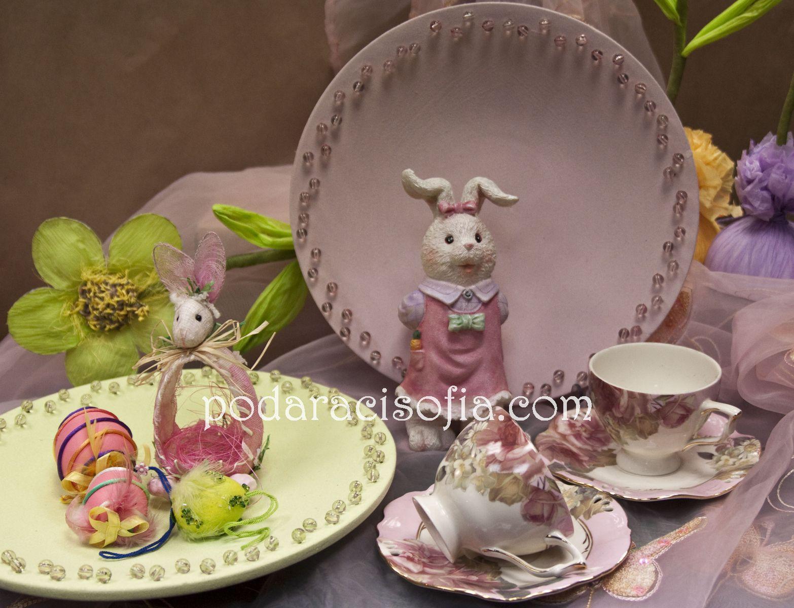 Великденски заек, фриктиери и поставки за яйце в розово, чашки за чай за Великден