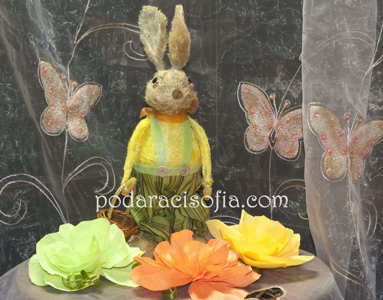 Великденско Зайче с кошничка от магазин Gifts