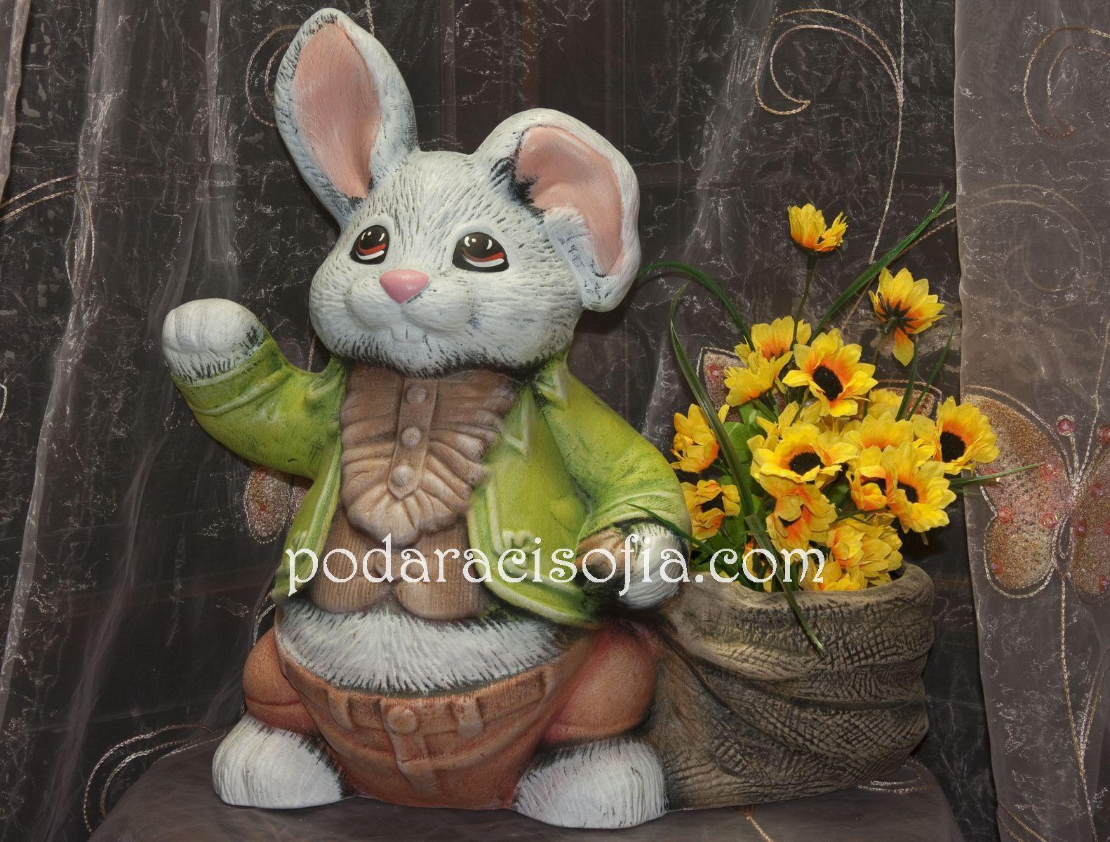 Керамичен заек за градината с място за цветя