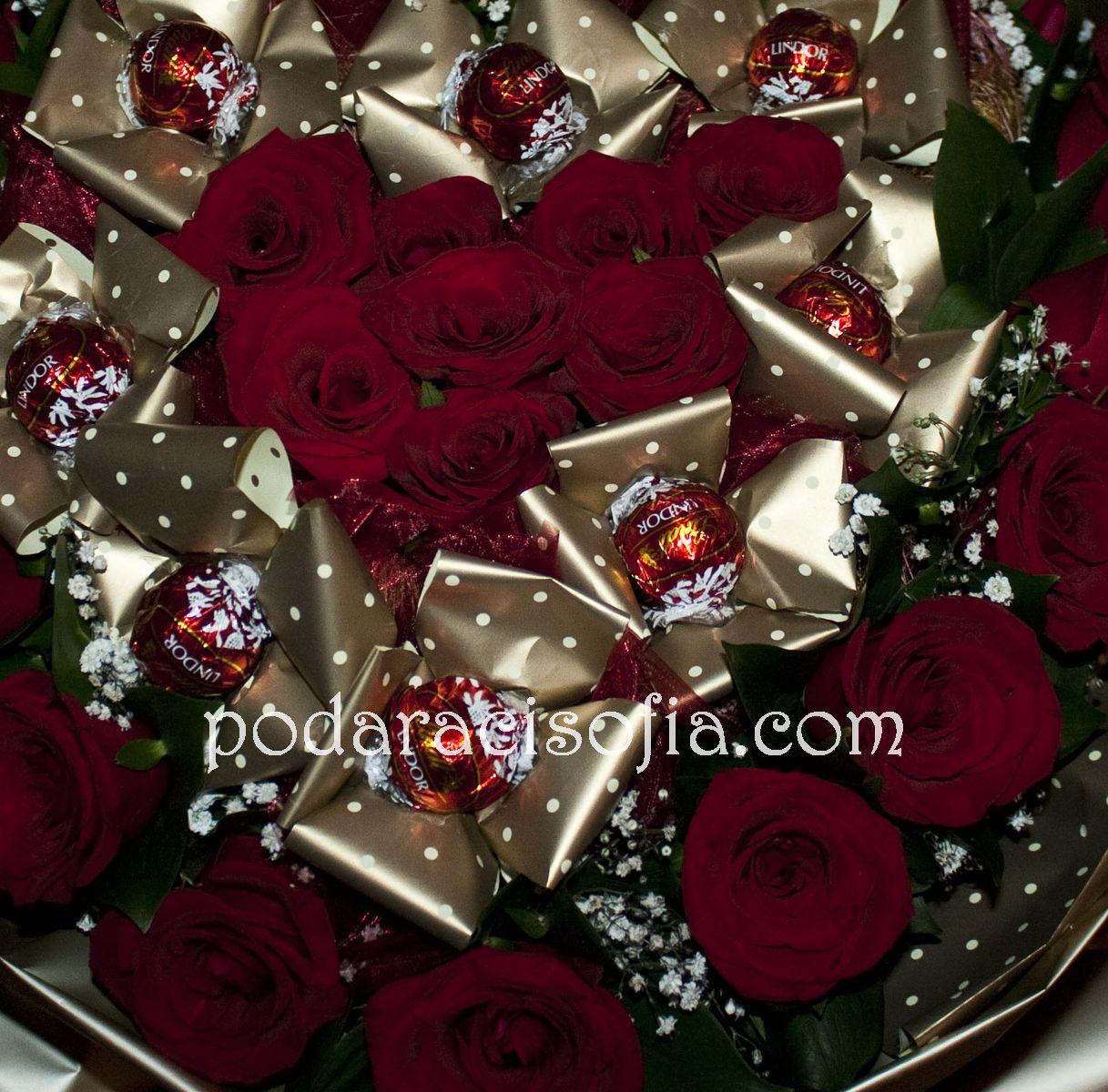 Голям букет с червени рози и бонбони от магазин Gifts