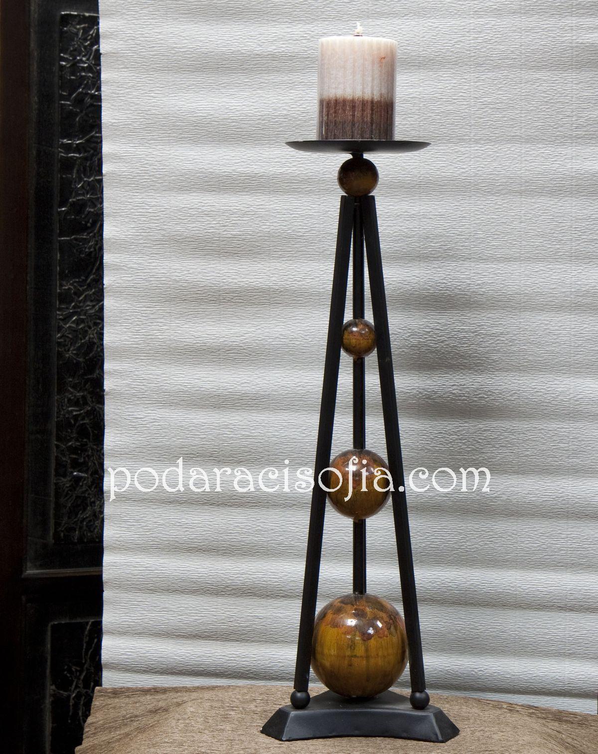 Свещник с декорация с топчета от метал от Gifts