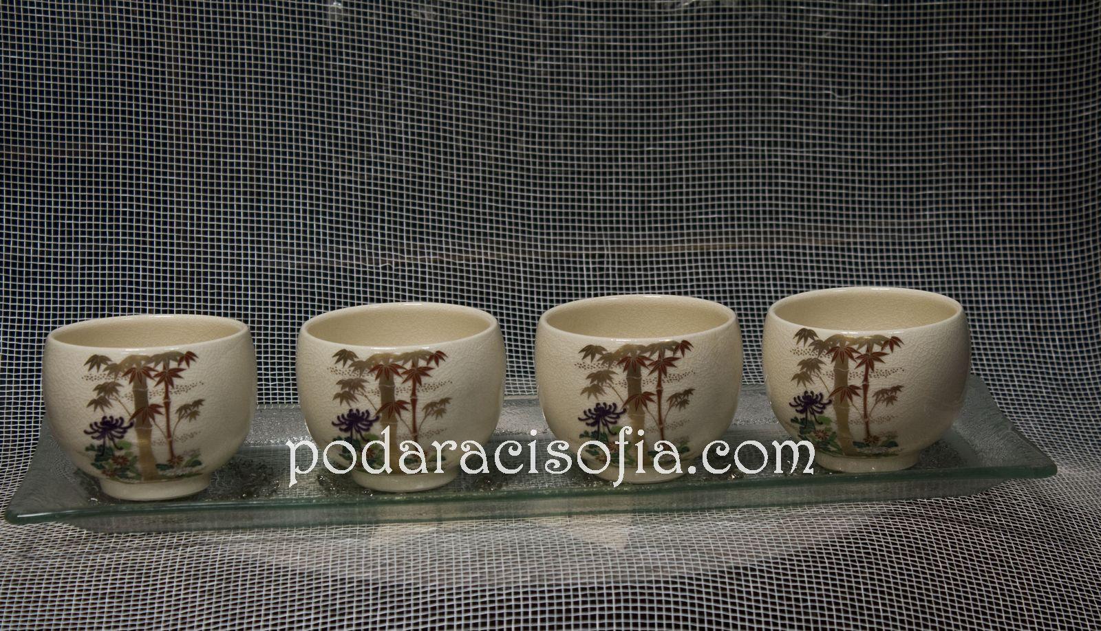 Малки чашки от нежен порцелан – за чай или саке