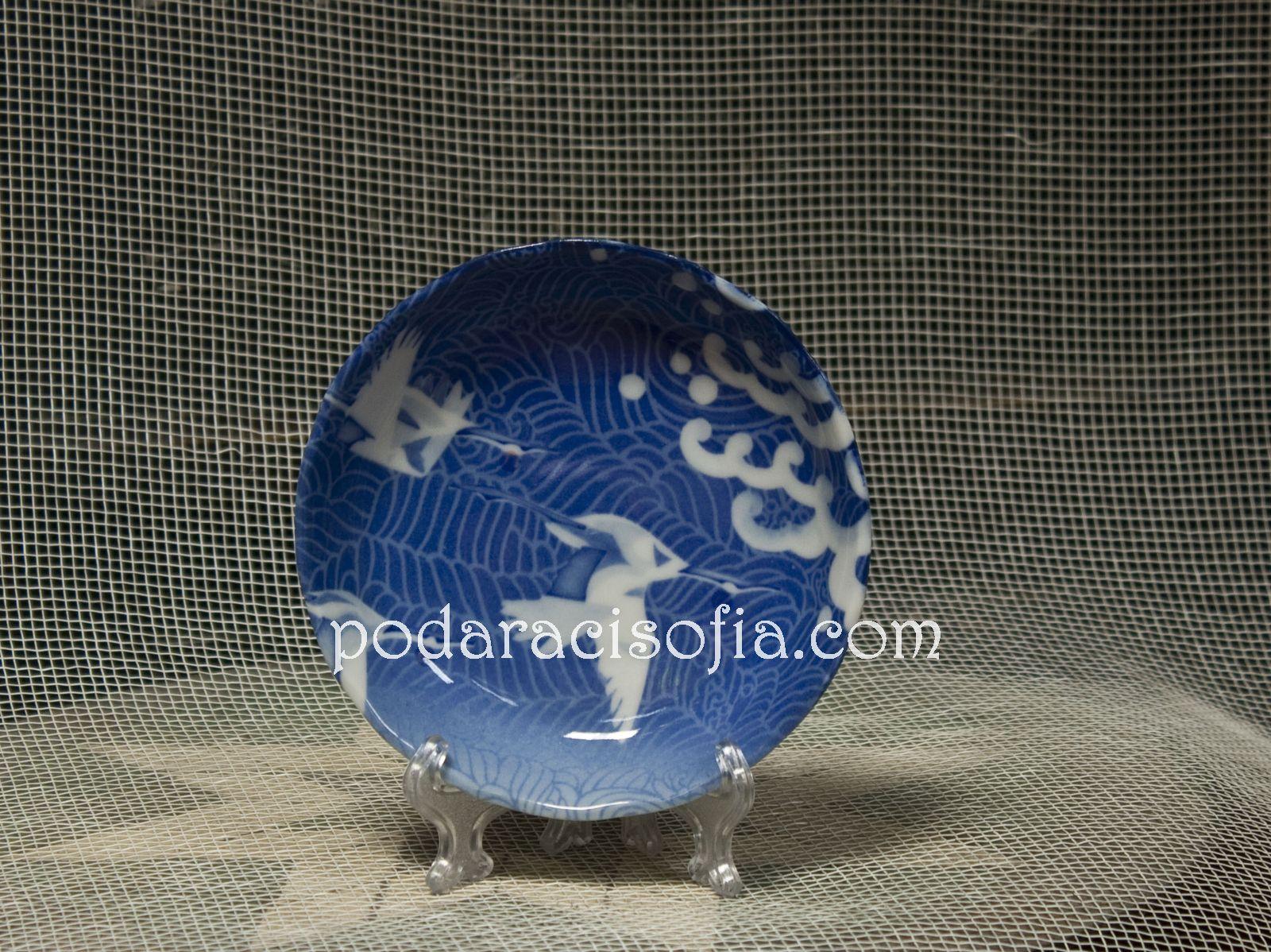 Малка купа от порцелан с украса в бяло и синьо