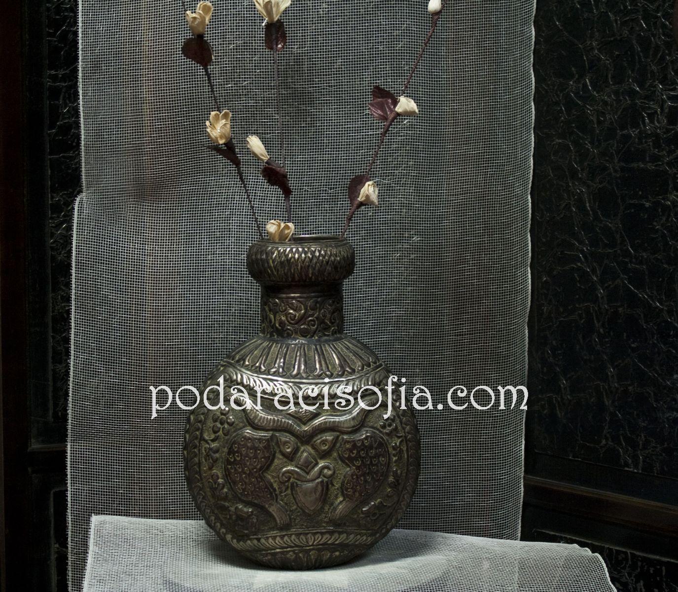Екзотична ваза с релефна украса от Gifts
