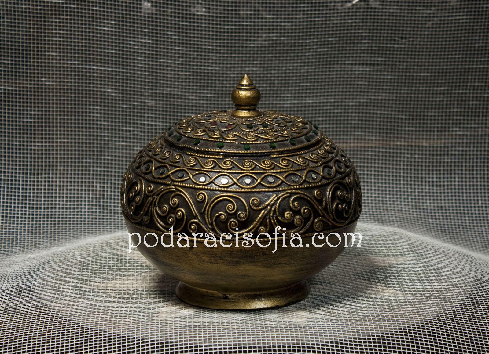 Златна  кутия с кръгла форма от керамика