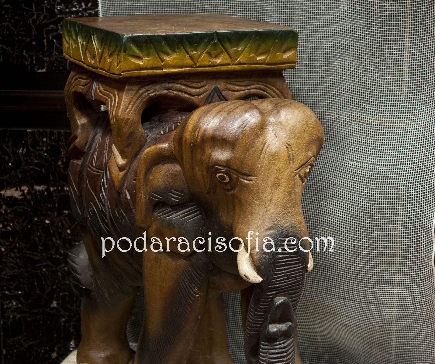 Голям слон от дърво, ръчна изработка, с поставка за предмети на гърба