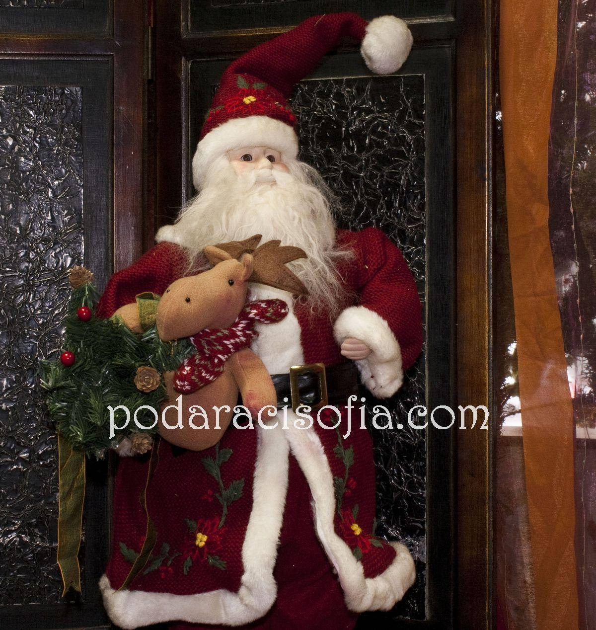 Класически и голям Дядо Коледа в червени дрехи